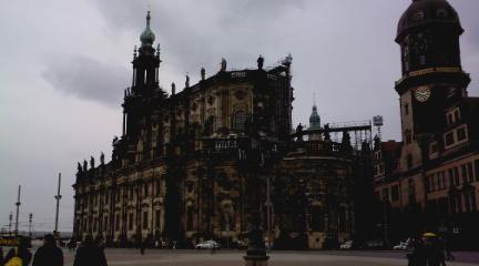 http://www.missingno.de/bilder/blog/dresden/di_kathkirche.jpg