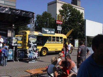 http://www.missingno.de/bilder/blog/pokemonday_2007_bus2.jpg